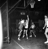 Le RCMT reçoit la JSA Bordeaux, 7 octobre 1961 - André Cros – Ville de Toulouse, Archives municipales, 53Fi645