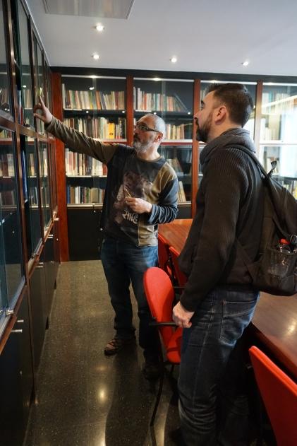 Une bibliothèque incroyablement fournie, avec des ouvrages venant de tous pays