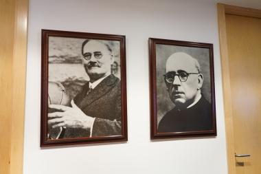 James Naismith, créateur du basket, et Eusebio Milàn, qui l'a développé en Catalogne